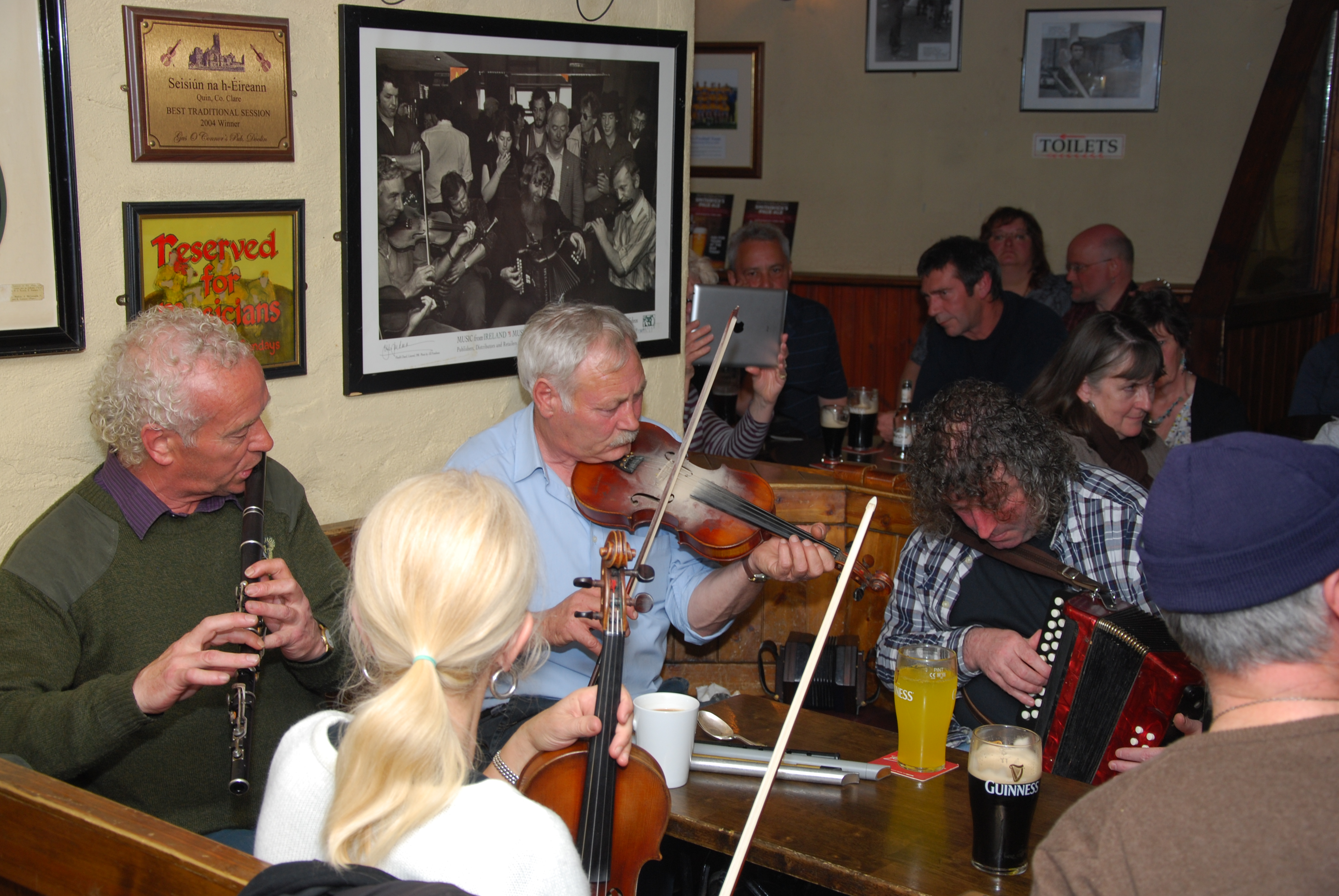 Musiciens_pub_Gus_O'Connor-Doolin